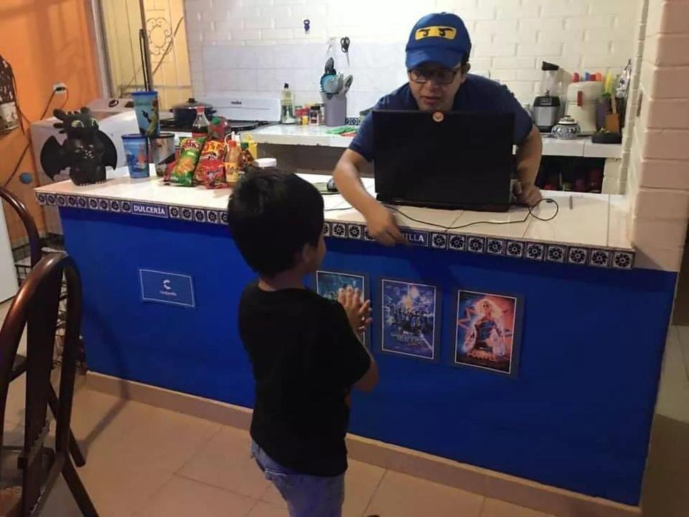 Haciendo uso de su creatividad, un padre recreó un cine en su casa para poder ver películas con su hijo. (Foto: Twitter)