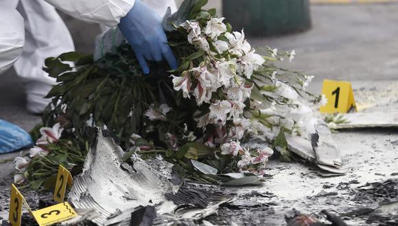 Desconocidos lanzaron una bomba molotov en las oficinas de Indecopi y municiones de alto calibre, después de colocar una corona fúnebre en el lugar como señal de amenaza. (Foto: Andrés Paredes / GEC)