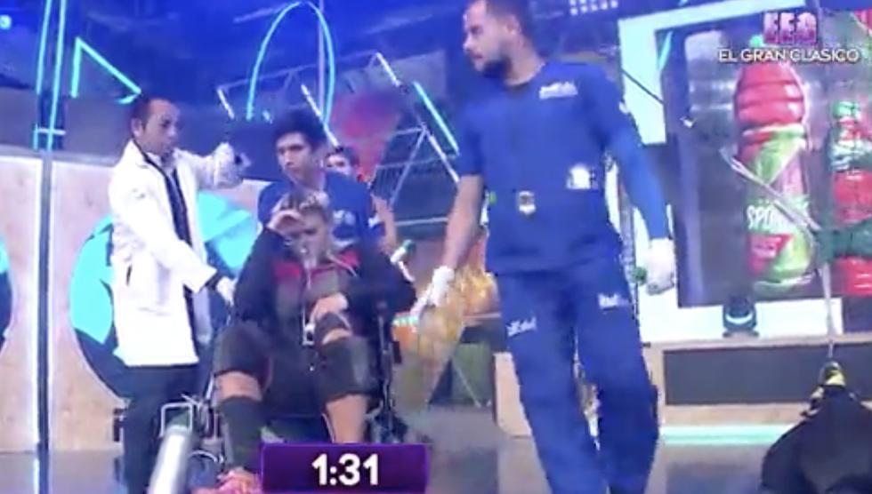 Esto Es Guerra: Macarena Vélez salió de pleno juego en silla de ruedas y con balón de oxígeno. (AméricaTelevisión)