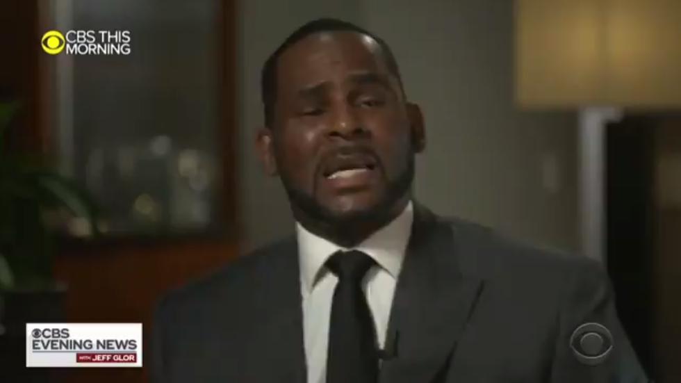 R Kelly rompe en llanto durante su primera entrevista tras ser acusado de agresión sexual (Foto: Captura de pantalla)