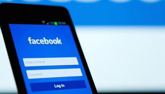 Facebook se ha renovado. Su última actualización ha traído consigo grandes novedades y le ha dado prioridad a los grupos de la red social. (Foto: AFP)
