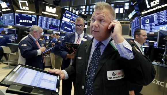 La bolsa neoyorquina operó mixto hasta media sesión, con el Dow y el S&P 500 en rojo y el Nasdaq en verde. (Foto: AP)