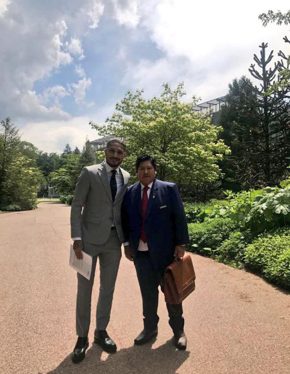 Paolo Guerrero y Edwin Ovieda (Twitter@fpf)