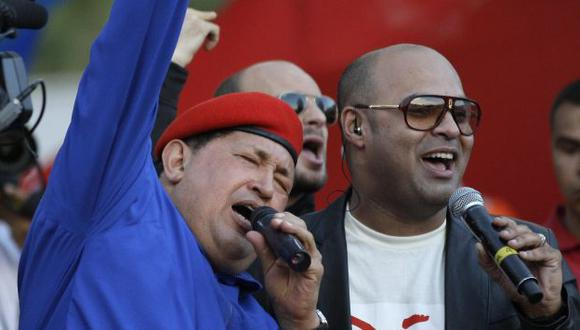 NO BASTA. Chávez habla mucho y canta, pero le urgen más votos. (AP)