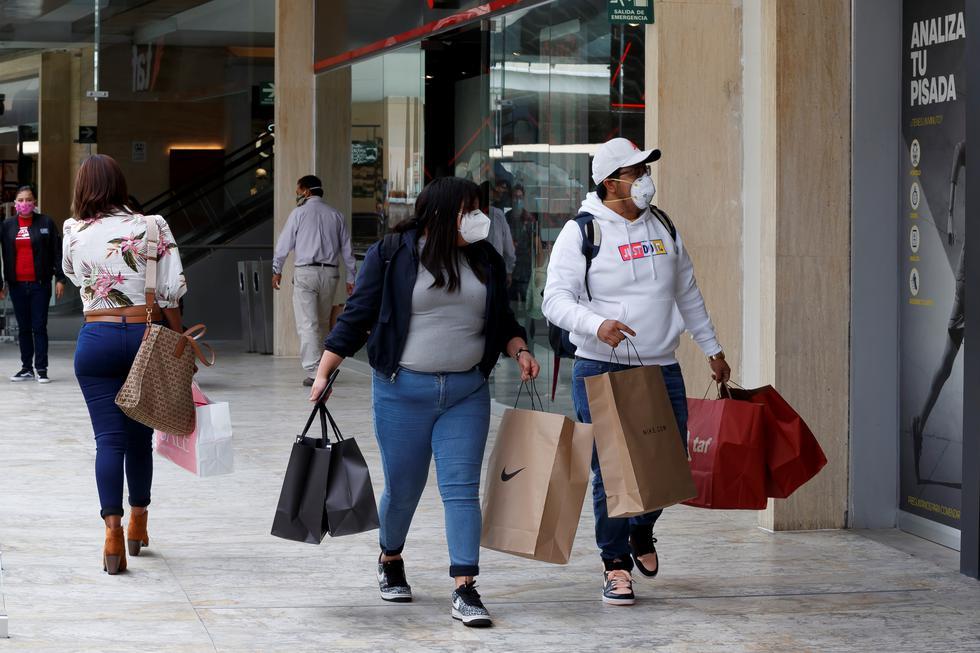 """Los centros comerciales abrieron con las nuevas medidas de prevención e higiene que exige la llamada """"nueva normalidad"""". (Foto: EFE/José Mendez)"""