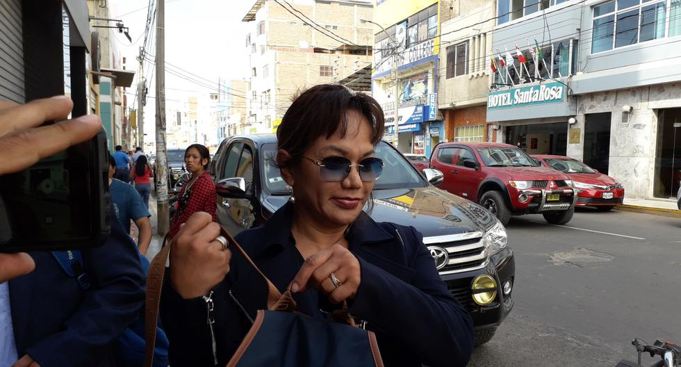 Empresaria Mirtha Gonzales dice que el legislador Héctor  Becerril no le devuelve su dinero. (Foto: Zonia Custodio)