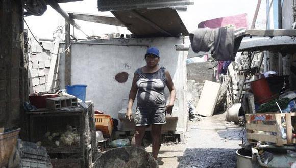 María Vila perdió todo tras el desborde del río Chillón, pero su familia está unida.