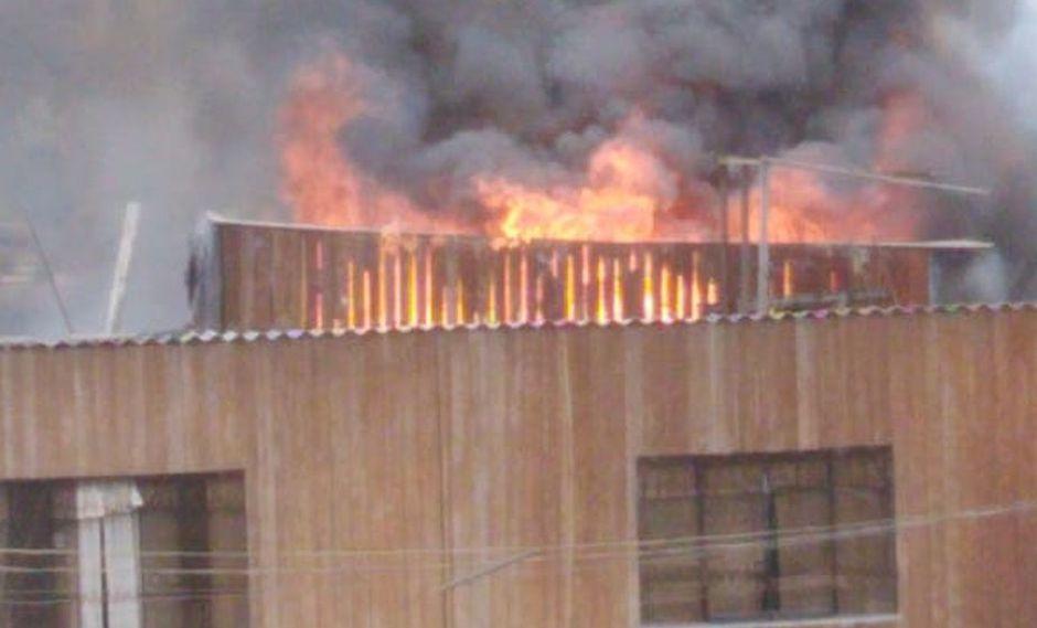 Rímac: Incendio de proporciones deja un bombero herido.
