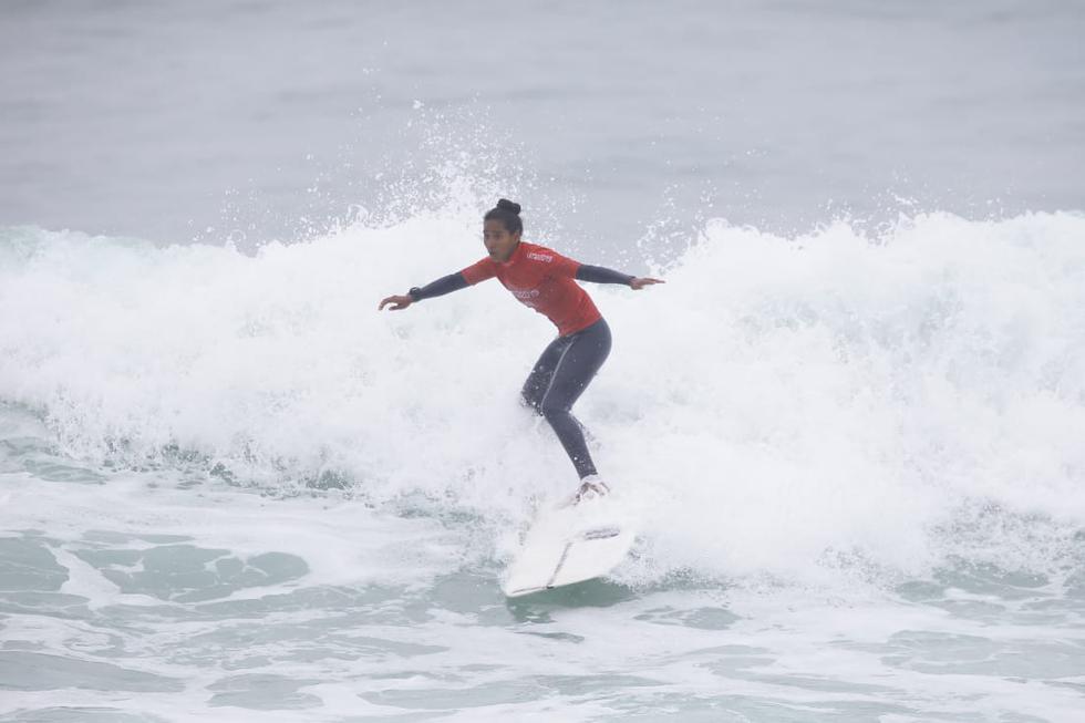 María Fernanda Reyes clasificó a la final de surf en modalidad de Longboard. (Alessandro Currarino)