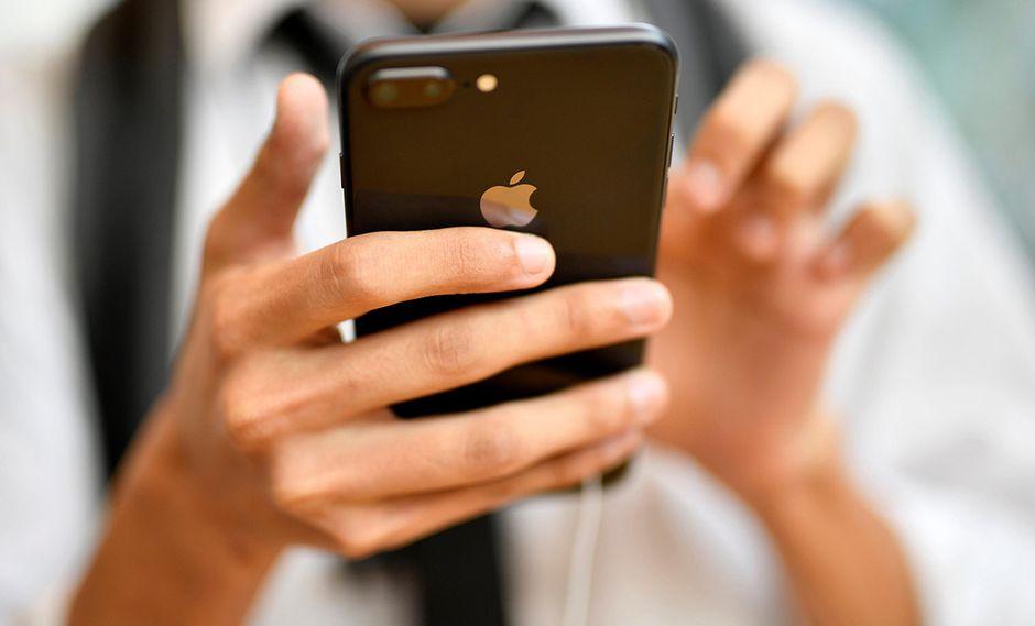 Los iPhones que pierdan su garantía podrán ser reparados en talleres independientes con repuestos originales de Apple. (Foto: EFE)