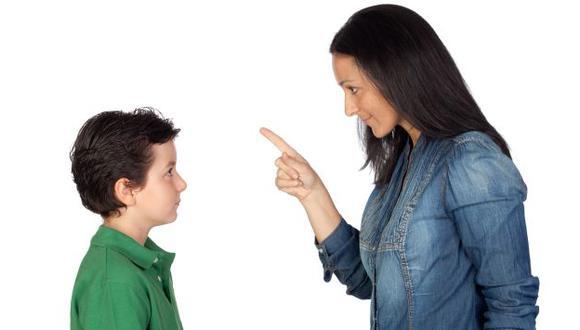 Por más que los padres se sientan amigos de sus hijos, es necesario dejar en claro que la relación siempre es vertical.
