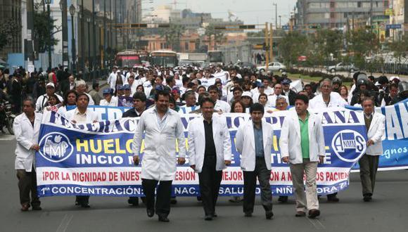 Huelga de médicos culminó y ahora deberán volver a laborar en los hospitales del país. (David Vexelman)