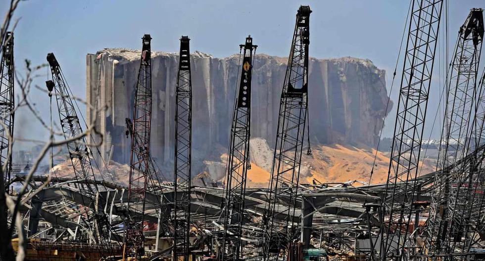 Una imagen muestra la destrucción en el puerto de Beirut tras una explosión masiva en la capital del Líbano. (AFP / JOSEPH EID).
