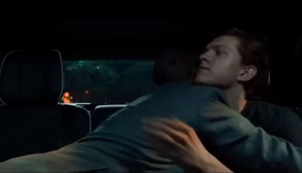 "Abrazo de Tony Stark y Peter Parker en ""Spider-Man: Homecoming"". (Foto: Marvel Studios)"