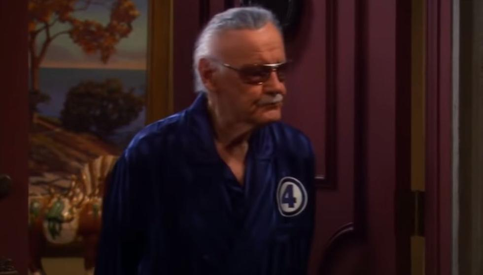"Stan Lee aparece en el episodio 16 de la tercera temporada de ""The Big Bang Theory"". (Foto: Captura)"
