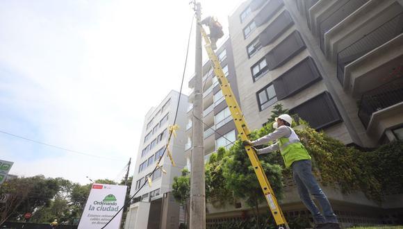 Personal edil ha retirado a la fecha un aproximado de 43 mil metros lineales de cableado aéreo en desuso. (Foto: Municipalidad de San Isidro)