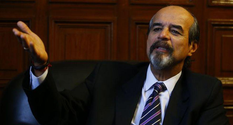 Legislador aprista reclamó al premier Zavala que conduzca su gabinete.