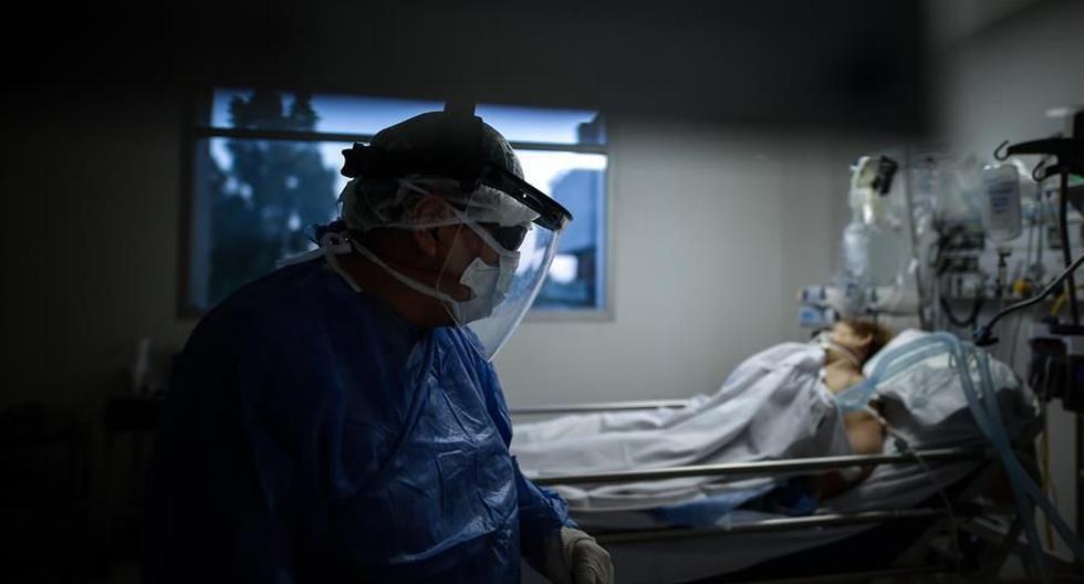 Uruguay, país americano con más muertos por COVID-19 por millón de habitantes. (EFE/Juan Ignacio Roncoroni).