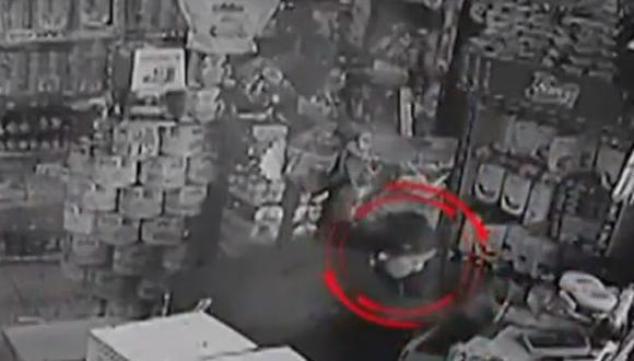 La delincuente aprovechó cuando todos los trabajadores se encontraban ocupados, se acercó a la caja y se llevó un fajo de billetes. (Panamericana)
