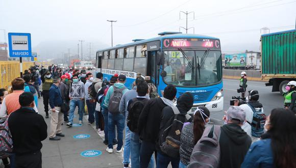 Este martes los transportistas acataron una paralización en demanda de un subsidio. (Foto: Lino Chipana/GEC)