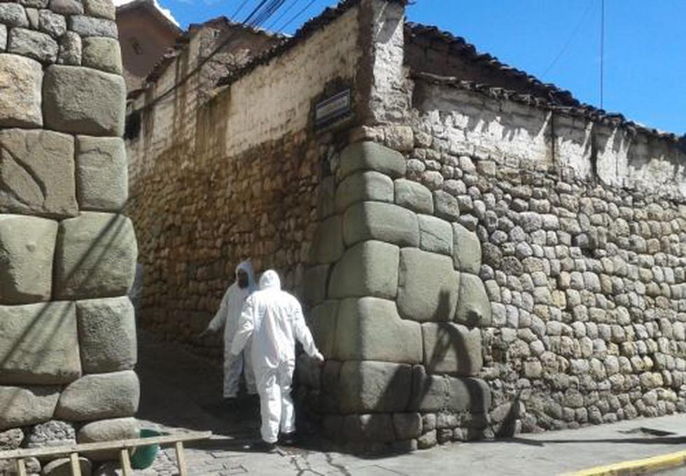 Cusco: Especialistas buscan restaurar muro inca que fue quemado por desadaptados. (Foto: Andina)