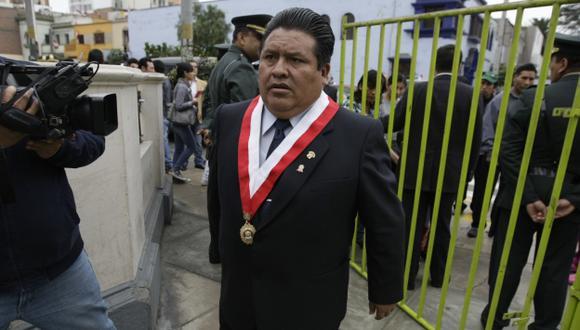 ¡OTRA VEZ LOS 'OTORONGOS'! Pese a sentencia judicial, oficialista goza de protección de sus colegas. (Rafael Cornejo)