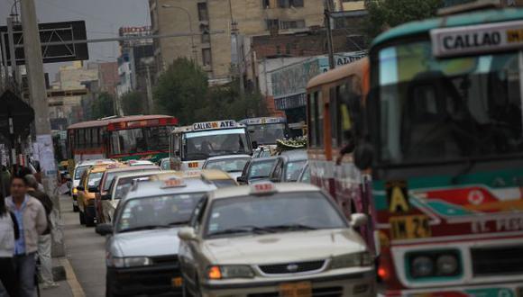 ¿PROMUEVE EL CAOS? Miles de conductores irresponsables recibirían un gran beneficio del municipio. (Fidel Carrillo)
