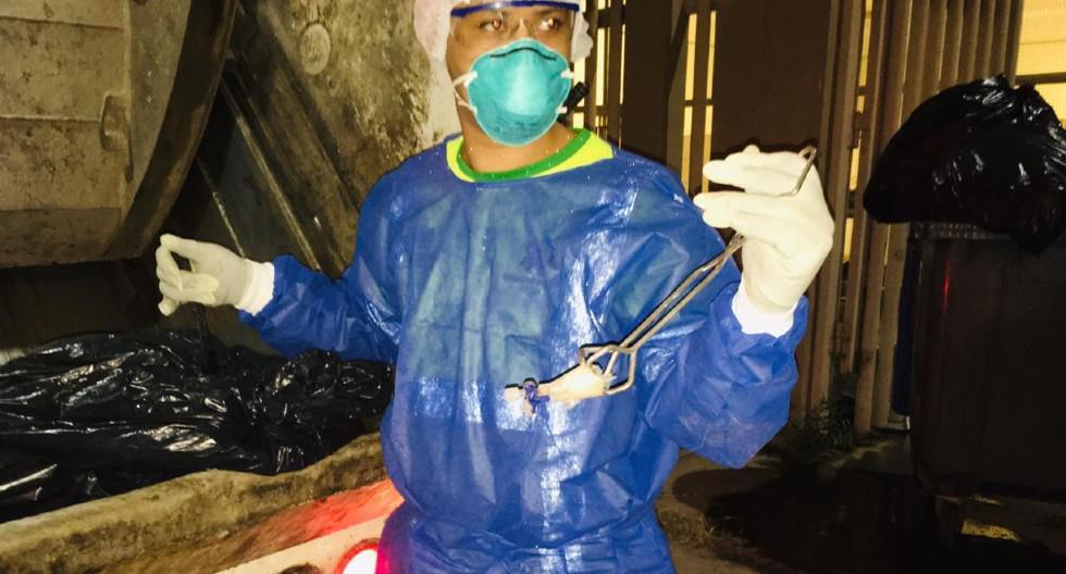 Ica: Trabajadores de empresa encargada de recojo de residuos sólidos en Ica denunciaron que el Hospital Santa María del Socorro arroja sus desechos en bolsas simples. (foto Carmen Quispe)