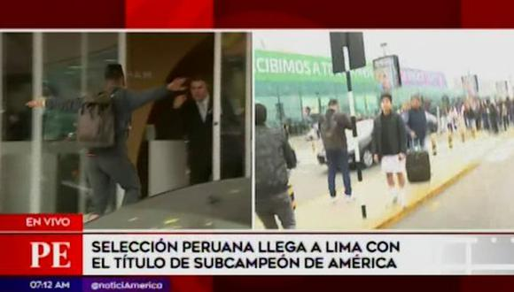 Christian Cueva saltó una baranda en el aeropuerto para evitar a la gente. (Captura: América TV)