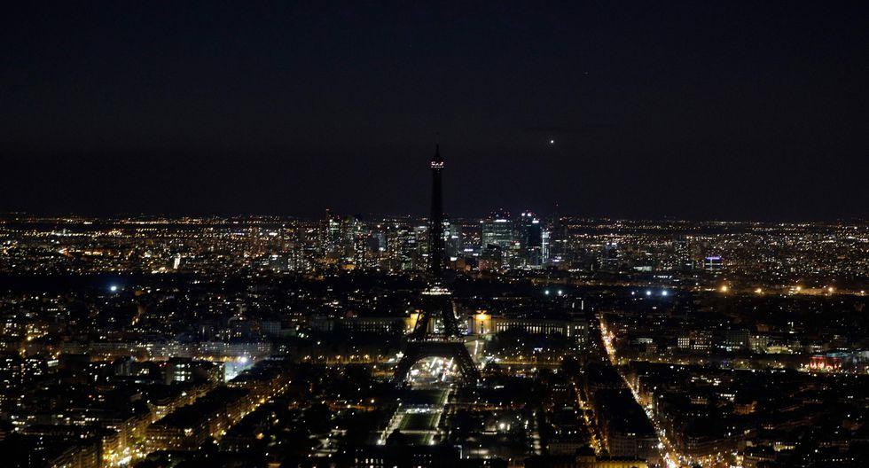 7. Hora del Planeta desde la Torre Eiffel en París, Francia (Foto: AFP)