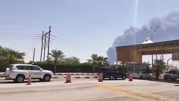 Esta captura de AFPTV muestra el humo en una instalación petrolera de Aramco en Abqaiq, a unos 60 km (37 millas) al suroeste de Dhahran, en la provincia de Arabia Saudita. (Foto: AFP)