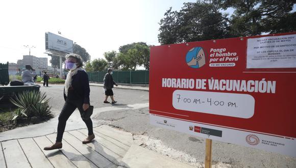En el Campo de Marte como en otros puntos de inmunización, el horario de vacunación es de 7:00 a.m. hasta las 4:00 p.m. , pero debido a movilizaciones serán solo or hoy hasta las 2:00 p.m.(Foto: Britanie Arroyo/@photo.gec)