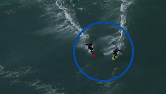 Un video viral muestra cómo dos tablistas chocaron a toda velocidad mientras corrían en la misma enorme ola. | Crédito: World Surf League / Facebook