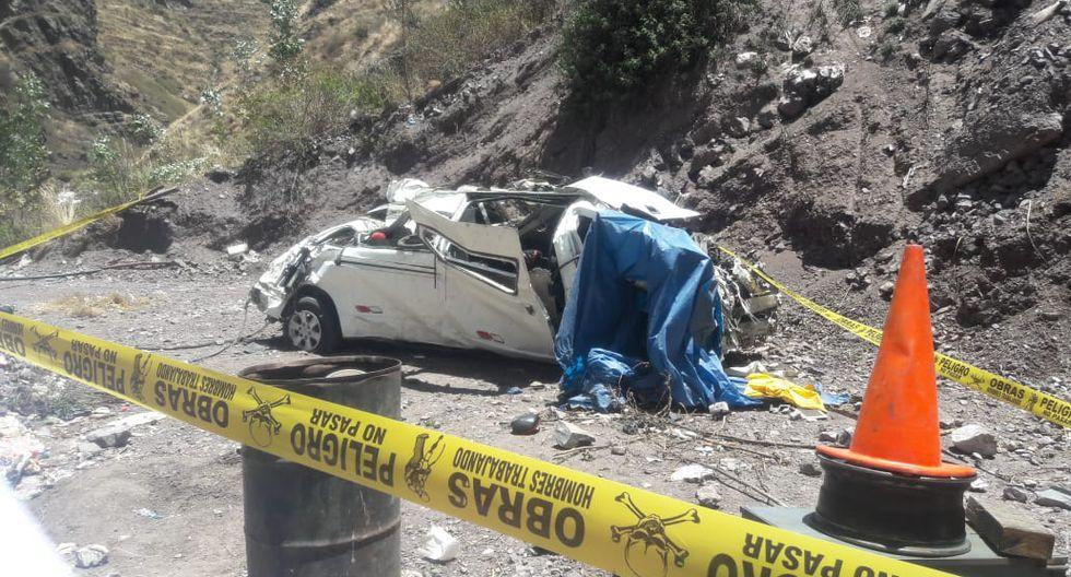 Miniván cayó por un abismo de más de 150 metros.