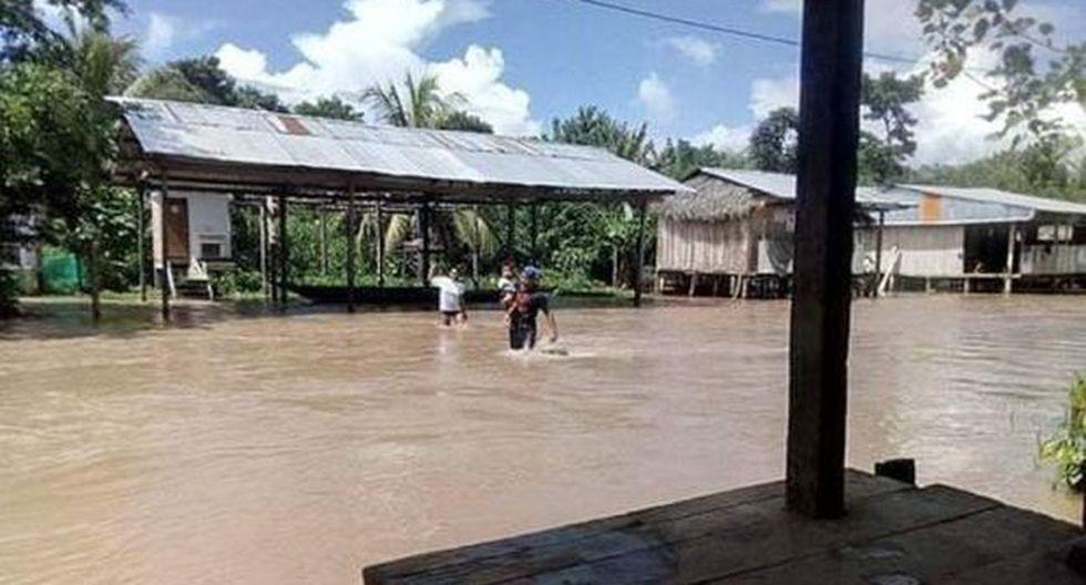 La inundación impide el tránsito vehicular. (Foto: Andina)