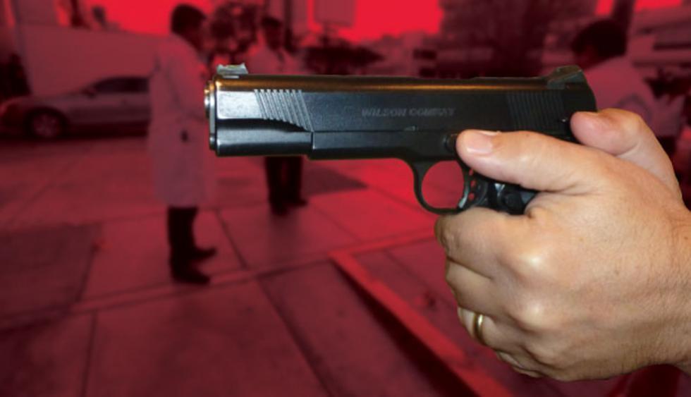 Los hampones dispararon de manera indiscriminada contra la mujer, quien falleció, a pesar que su esposo intentó evitar el ataque con su arma. (América TV)