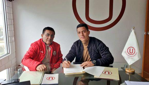Carlos Olascuaga firma contrato con Universitario de Deportes. (Foto: @Universitario)