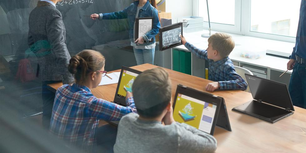 Las 'Chromebooks' o computadoras personales que utilizan como sistema operativo Chrome OS, desarrollado por Google, son dispositivos que las compañías tecnológicas van lanzando cada cierto tiempo con notables características, y algunas tienen un público específico. (Lenovo)