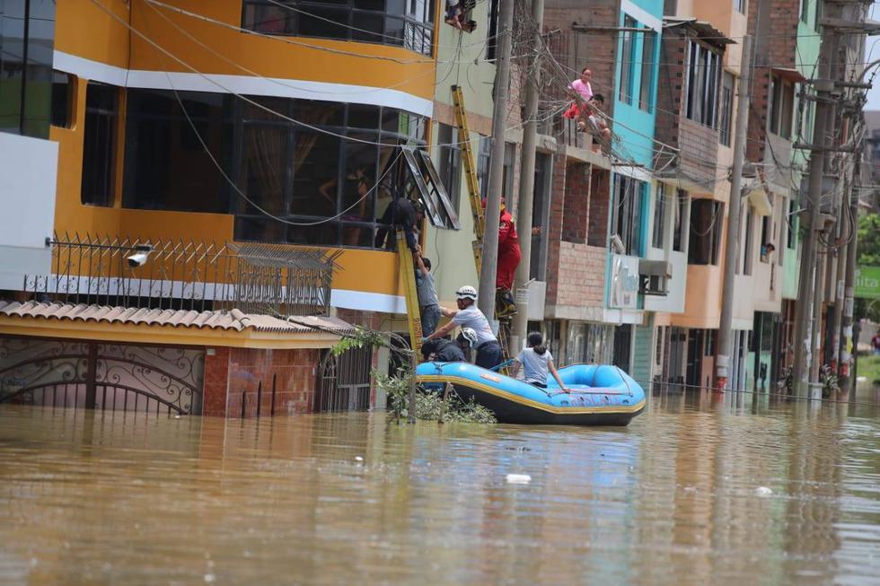 """""""Sedapal informa que a través de la compañía de seguros atiende a propietarios afectados por el aniego de aguas residuales"""", señaló el comunicado. (Fotos: Giancarlo Ávila)"""
