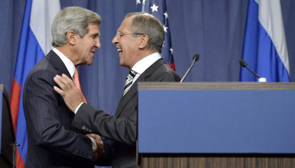 ACERCAMIENTO. Kerry y Lavrov lograron impensado acuerdo y, ahora, la pelota está en cancha de Assad. (EFE)