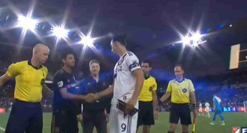 Zlatan Ibrahimovic y Carlos Vela se volvieron a ver las caras en la MLS. (Captura: Fox Sports / MLS)