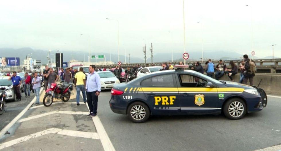 La policía de Río de Janeiro se vio obligada a cerrar el tránsito por seguridad. (Foto: Captura)