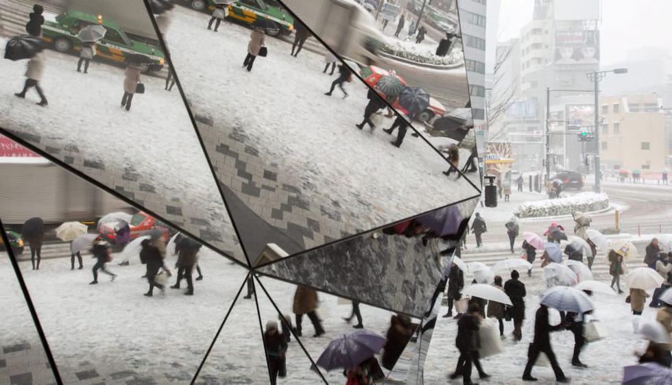 Las más intensas nevadas de las dos últimas décadas en Tokio y otras regiones de Japón dejaron tres muertos y alrededor de 500 heridos. (EFE)