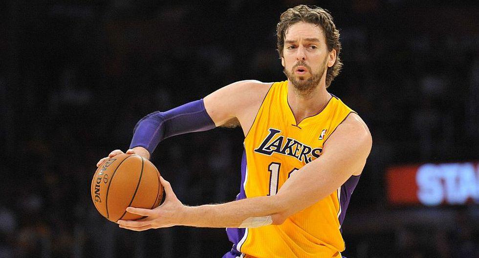 Pau Gasol (Lakers). Uno de los basquetbolistas españoles más importantes de todos los tiempos en la historia de la NBA. No es en vano que el salario de este jugador supere los 19 millones de dólares anuales. (wcbsports.com)