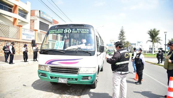 Tacna: supervisan el uso obligatorio de protectores faciales en unidades de transporte (Foto: Municipalidad de Tacna)