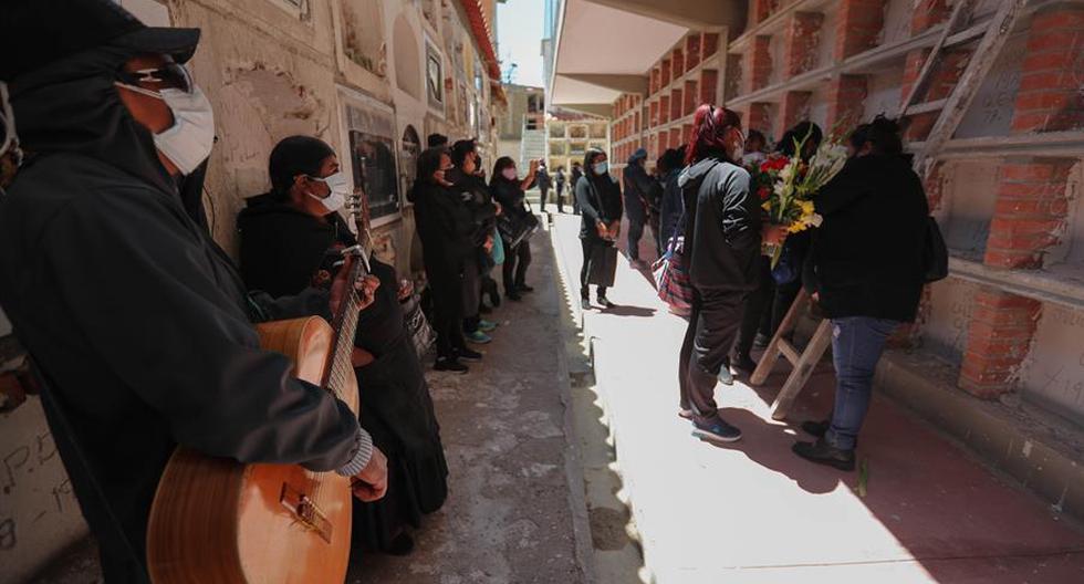 Cementerio de La Paz abre sus puertas para que familiares visiten a fallecidos por COVID-19  [FOTOS]