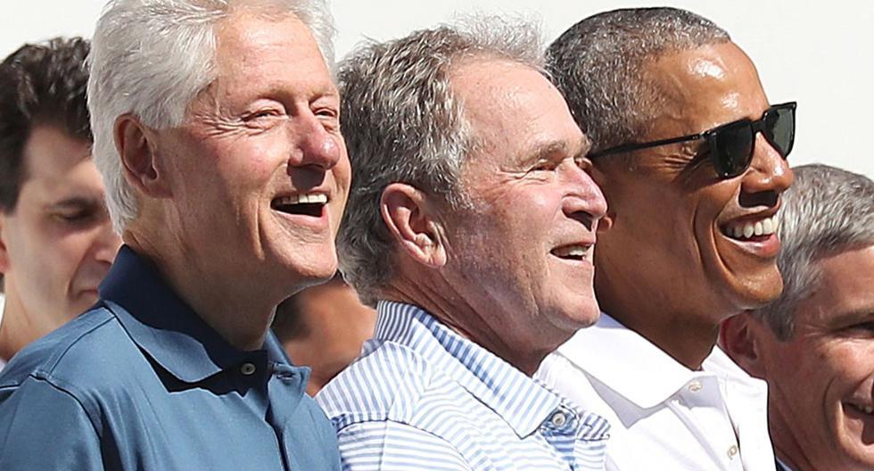 Los expresidentes estadounidenses Bill Clinton (izquierda), George W. Bush (centro) y Barack Obama son vistos durante la ceremonia inaugural de la Copa Presidentes 2017 en el Liberty National Golf Club. (EFE/EPA/ANDREW GOMBERT).