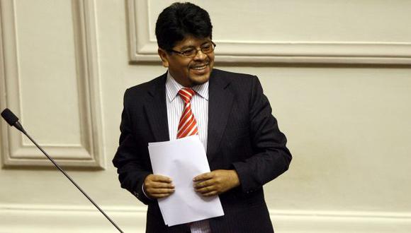OTRA VEZ EN LA MIRA. Congresista admitió que mantuvo relación con accionista de empresa. (Perú21)