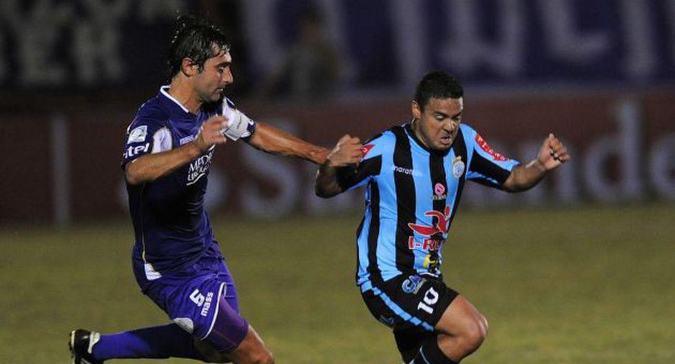 Real Garcilaso fue apabullado por Defensor Sporting en Uruguay. (AFP)