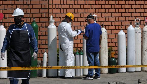 Ecuador fijó que el precio de seis metros cúbicos de oxígeno medicinal no puede pasar de 36,20 dólares, el de ocho metros cúbicos, de 48 dólares, y el de 10 metros cúbicos, de 60 dólares.. (Foto:  José SANCHEZ / AFP)